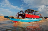 Asia;boat;boats;Cambodia;Chong-Khnies;Chong-Kneas;Indochina-Peninsula;Kampuchea;Kingdom-of-Cambodia;long-boat;long-boats;long-tail-boat;long-tailed-boat;long_tail-boat;long_tailed-boat;passenger-boat;passenger-boats;people;person;Port-of-Chong-Khneas;Siem-Reap;Siem-Reap-Province;Siem-Reap-River;Southeast-Asia;tour-boat;tour-boats;tourism;tourist;tourist-boat;tourist-boats;tourists