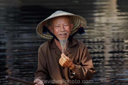 aged;Asia;Asian;Asian-conical-hat;Asian-conical-hats;beard;beards;boat;boats;Central-Sea-region;conical-hat;conical-hats;elderly;goatee;goatee-beard;goatie;goatie-beard;Hi-An;Hoi-An;Hoi-An-Old-Town;Hoian;Indochina;leaf-hat;leaf-hats;male;man;men;non-la;nón-lá;O.A.P.;O.A.P.s;OAP;OAPs;old;old-man;old-men;old-town;palm_leaf-conical-hat;pensioner;pensioners;people;person;retired;South-East-Asia;Southeast-Asia;Thu-Bon-River;traditional-clothes;UN-world-heritage-area;UN-world-heritage-site;UNESCO-World-Heritage-area;UNESCO-World-Heritage-Site;united-nations-world-heritage-area;united-nations-world-heritage-site;Vietnam;Vietnamese;Vietnamese-conical-hat;Vietnamese-conical-hats;Vietnamese-hat;Vietnamese-hats;Vietnamese-symbol;world-heritage;world-heritage-area;world-heritage-areas;World-Heritage-Park;World-Heritage-site;World-Heritage-Sites