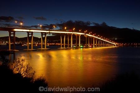 Australasian;Australia;Australian;bridge;bridges;calm;dark;dusk;evening;Hobart;Island-of-Tasmania;light;lights;night;night-time;night_time;placid;reflection;reflections;road-bridge;road-bridges;serene;smooth;State-of-Tasmania;still;Tas;Tasman-Bridge;Tasmania;traffic-bridge;traffic-bridges;tranquil;twilight;water