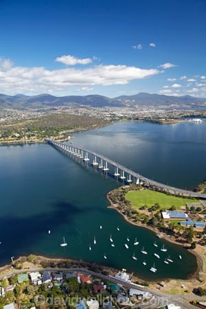 aerial;aerial-photo;aerial-photograph;aerial-photographs;aerial-photography;aerial-photos;aerial-view;aerial-views;aerials;Australasian;Australia;Australian;bridge;bridges;Derwent-River;Hobart;Island-of-Tasmania;Montagu-Bay;Queens-Domain;River-Derwent;State-of-Tasmania;Tas;Tasman-Bridge;Tasmania