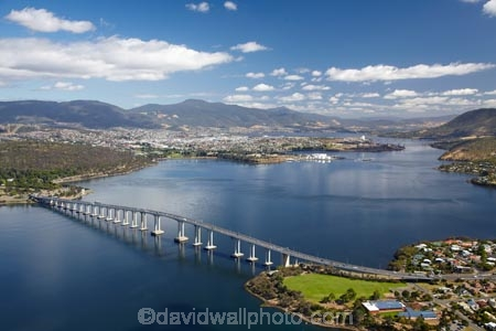 aerial;aerial-photo;aerial-photograph;aerial-photographs;aerial-photography;aerial-photos;aerial-view;aerial-views;aerials;Australasian;Australia;Australian;bridge;bridges;Derwent-River;Hobart;Island-of-Tasmania;Queens-Domain;River-Derwent;State-of-Tasmania;Tas;Tasman-Bridge;Tasmania