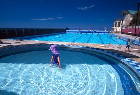 St clair hot salt water pool st clair beach dunedin - How to warm up swimming pool water ...