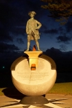 Captain-Cook;Captain-Cook-Statue;Captain-James-Cook;dusk;Eastland;evening;Gisborne;James-Cook;N.I.;N.Z.;New-Zealand;NI;night;night-time;North-Is;North-Is.;North-Island;NZ;statue;statues;twilight