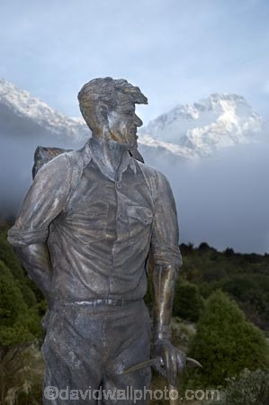Ed-Hilllary;First-up-Mount-Everest;Mackenzie-Country;Mackenzie-District;Mount-Sefton;mountain-climber;mountain-climbers;mountaineer;mountaineers;Mt-Sefton;Mt.-Sefton;N.Z.;New-Zealand;NZ;S.I;SI;Sir-Ed;Sir-Edmund-Hilary;Sir-Edmund-Hillary;Sir-Edmund-Hillary-Alpine-Centre;South-Canterbury;South-Is;South-Island;statue;statues;The-Hermitage
