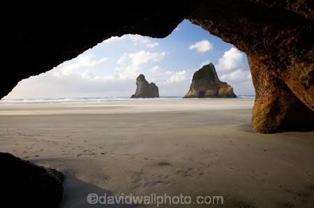 Archway-Is;Archway-Is.;Archway-Island;Archway-Islands;beach;beaches;cave;cavern;caverns;caves;coast;coastal;coastline;geological;geology;grotto;grottos;N.Z.;Nelson-Region;New-Zealand;North-West-Nelson-Region;NZ;rock;rock-formation;rock-formations;rock-outcrop;rock-outcrops;rock-tor;rock-torr;rock-torrs;rock-tors;rocks;S.I.;sand;sandy;scenic;sea-cave;sea-caves;shore;shoreline;SI;South-Is.;South-Island;stone;Tasman-Sea;Wharariki-Beach