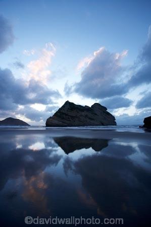 Archway-Is;Archway-Is.;Archway-Island;Archway-Islands;beach;beaches;calm;coast;coastal;coastline;dusk;evening;foreshore;geological;geology;N.Z.;Nelson-Region;New-Zealand;nightfall;North-West-Nelson-Region;NZ;Pilch-Point;placid;quiet;reflection;reflections;rock;rock-formation;rock-formations;rock-outcrop;rock-outcrops;rock-tor;rock-torr;rock-torrs;rock-tors;rocks;S.I.;sand;sandy;serene;shore;shoreline;SI;sky;smooth;South-Is.;South-Island;still;stone;Tasman-Sea;tranquil;twilight;water;Wharariki-Beach