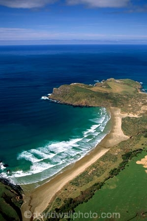 New-Zealand;coast;coastal;coastline;shore;shoreline;beach;beaches;sand;sandy;waves;aerials;wave;sea;ocean;Pacific;bay;colour;color;farmland;rural;marine;rugged;Southern-Scenic-Route