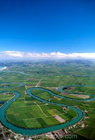 winding;rural;farmland;pasture;pastures;fields;field;agriculture;fertile;paddocks;paddock;farmland;pastureland;arable;meadows;colour;color;green;New-Zealand;clouds;s;aerials;rivers;bend;bends