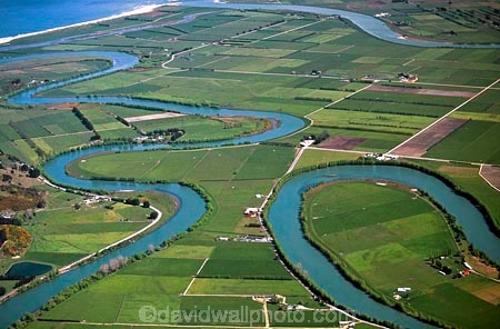 hydro_electric;power;electricity;dam;dammed;generation;winding;rural;farmland;pasture;pastures;fields;field;agriculture;fertile;paddocks;paddock;farmland;pastureland;arable;meadows;colour;color;green;oxbows;aerials;rivers;bend;bends