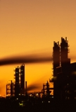 dusk;energy;factories;factory;fuel;gas;global-warming;industrial;industries;industry;natural;petro-chemical,chimneys;petrochemical;petrol;petroleum;pollute;pollution;smoke;smoke-stack;twilight,chimney