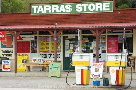 bowser;bowsers;commerce;commercial;country-shop;country-shops;country-store;country-stores;filliing-stations;filling-station;filling-stations;fuel;garage;garages;gas-pump;gas-pumps;gas-station;gas-stations;gasolene;gasoline;general-shop;general-shops;general-store;general-stores;N.Z.;New-Zealand;NZ;Otago;petrol-bowser;petrol-bowsers;petrol-pump;petrol-pumps;petrol-station;petrol-stations;petroleum;retail;retail-store;retailer;retailers;S.I.;service-station;service-stations;servo;shop;shopping;shops;SI;South-Is.;South-Island;Southern-Lakes-District;Southern-Lakes-Region;store;stores;Tarras-General-Store;Tarras-Store;Wanaka