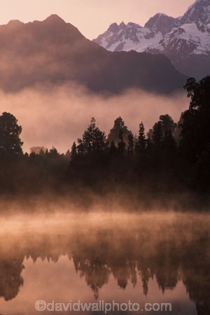 bush;bushline;calm;dawn;early-morning;fog;foggy;forest;forests;glow;grey;lakes;magic;magical;mist;misty;mysterious;mystical;natural;nature;orange;peace;peaceful;reflection;reflections;serene;sunrise;tree;trees;water