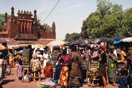 africa;african;africans;ethnic;male;people;person;persons;portrait;tradition;traditional;costume;costumes;traditions-costume;traditional-costumes;culture;cultural;cultures;indigenous;native;stall;stalls;market;markets;cloth;material;cotton;textile;textiles;color;colors;colours;colour;commerce;historic;historical;marche;grand-marche;architecture;architectural;mud;adobe;mali;malian;west-africa;bamako;crowd-;busy;shopping;buying