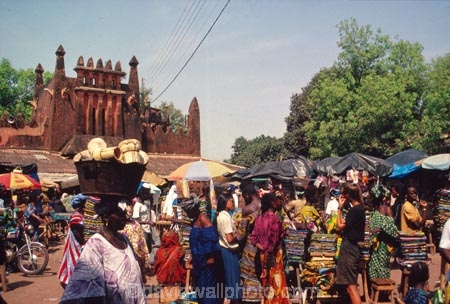 africa;african;africans;ethnic;male;people;person;persons;portrait;tradition;traditional;costume;costumes;traditions-costume;traditional-costumes;culture;cultural;cultures;indigenous;native;stall;stalls;market;markets;cloth;material;cotton;textile;textiles;color;colors;colours;colour;commerce;historic;historical;marche;grand-marche;architecture;architectural;mud;adobe;mali;malian;west-africa;bamako;crowd-;busy;shopping;buying;carry;head;load;bread;basket;basin;lade;woman;women;female;african