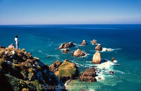 lighthouse;light-house;coast;coastal;coastline;cliff;cliffs;bluff;bluffs;rocks;sea;ocean;pacific;rock;wave;waves