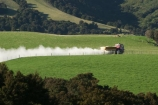 agricultural;agriculture;country;countryside;farm;farming;farmland;farms;field;fields;grass;grassy;meadow;meadows;new-zealand;paddock;paddocks;pasture;pastures;rural;south-island;taieri;truck;fertiliser;trucks;fertilise;fertilisers;fertislize;fertilizer;fertilizers;super_phosphate;super-phosphate;superphosphate;dust;spread;spreader;spray;spraying;spreading;strath-taieri