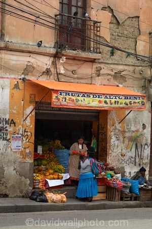 Aymara;Bolivia;capital;Capital-of-Bolivia;Cholita;cholita-pacenas;Cholitas;Chuqi-Yapu;commerce;commercial;female;food;food-market;food-markets;food-stall;food-stalls;fruit;fruit-and-vegetables;fruit-market;fruit-markets;indigenous;indigenous-women;La-Paz;Latin-America;market;market-place;market_place;marketplace;markets;Nuestra-Señora-de-La-Paz;people;person;produce;produce-market;produce-markets;product;products;retail;retailer;retailers;shop;shopping;shops;South-America;stall;stalls;steet-scene;Sth-America;The-Americas;woman;women